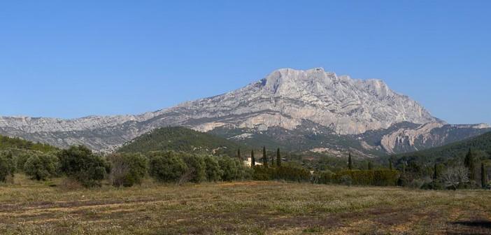 Montagne Sainte-Victoire depuis la route du Tholonet